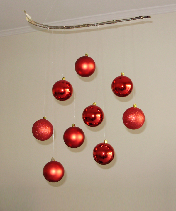 Hanging baubles, christmas decoration, christmas baubles, decoration projects, red baubles,