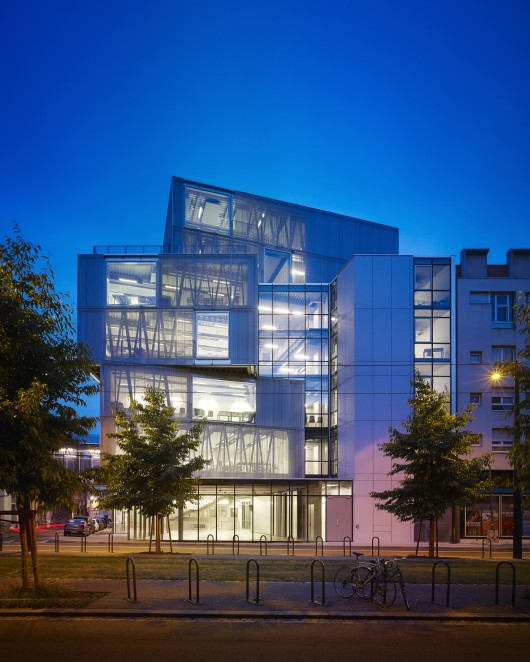 metal building, steel building, metal glass building, transparent building, glass architecture, trasnparent architecture